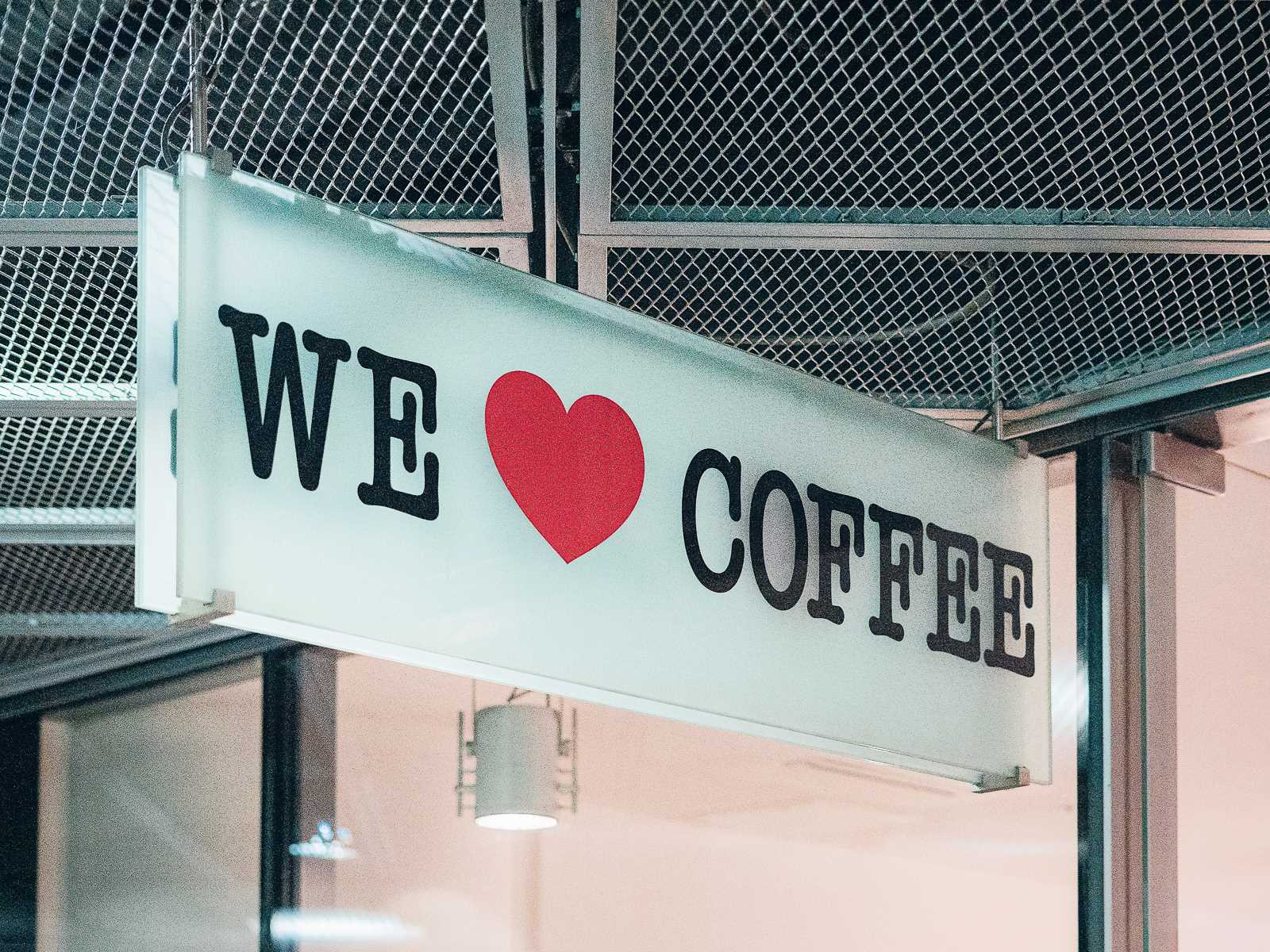 We love coffee in der Passerelle zum S-Bahnhof Potsdamer Platz
